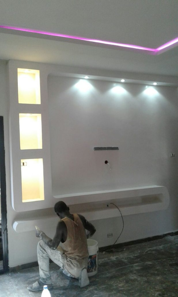 Am nagement salon meuble tv ba13 s n gal sensys afric for Decoration plafond en ba13