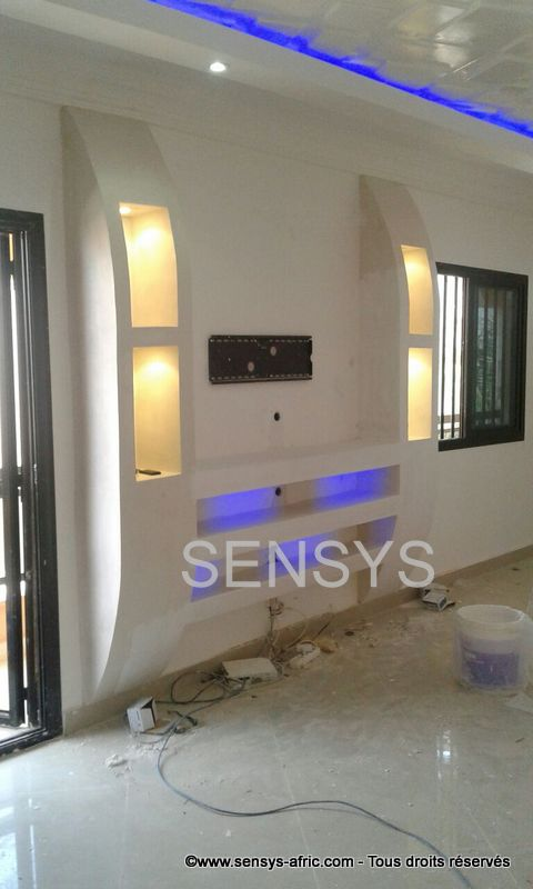 Meubles tv lumineux dakar s n gal d coration salon for Decoration ba13 salon