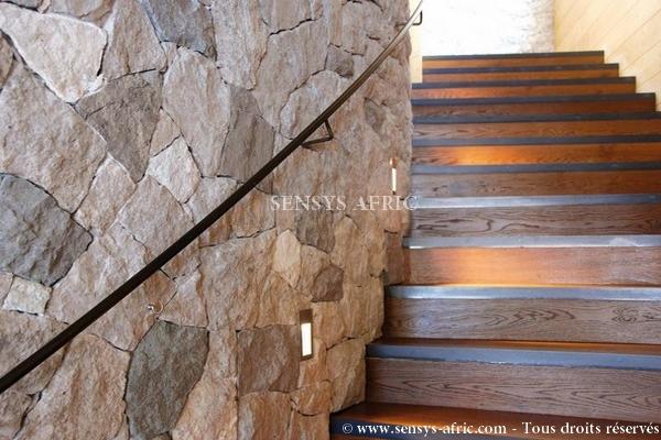 Pierre-naturelle-revêtement-mural-maison-escaliers-Dakar-Sénégal Accueil  Sensys Afric - Laissez libre court à votre imagination
