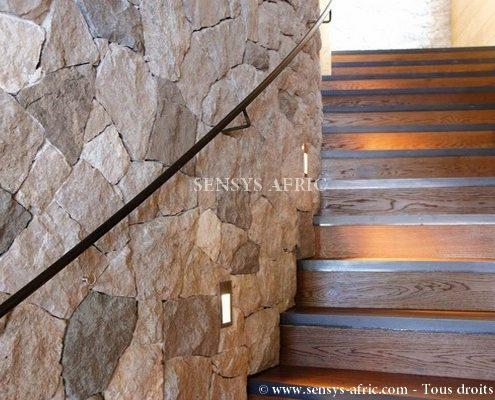 Pierre-naturelle-revêtement-mural-maison-escaliers-Dakar-Sénégal-495x400 Décorateur d'intérieur à Dakar (Sénégal)  Sensys Afric - Laissez libre court à votre imagination
