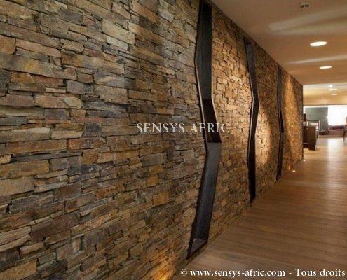 Pierre-naturelle-revêtement-mural-maison-rez-de-chaussée-accueil-hall-Dakar-Sénégal-495x400 Pierre Naturelle  Sensys Afric - Laissez libre court à votre imagination