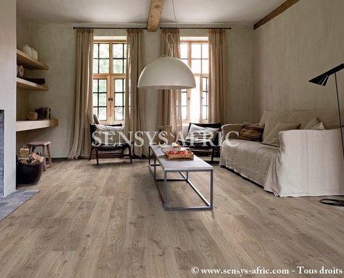 Parquet-Lame-PVC-salon-Copier-495x400 Décoration salon, pièce à vivre ou de séjour  Sensys Afric - Laissez libre court à votre imagination