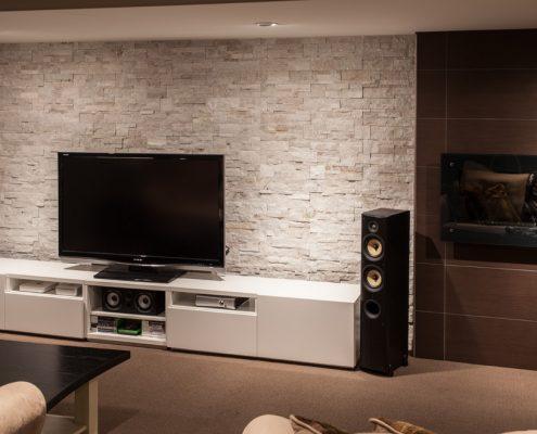 popular-Modern-Wall-TV-Stand-flat-cabinets-495x400 Aménagement intérieur maison contemporaine