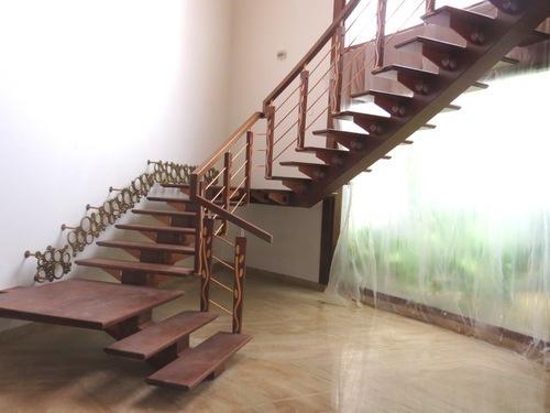 Escaliers-bois-à-Dakar-Sénégal-Sensys-Afric-2 Escalier en bois à Dakar, Sénégal.