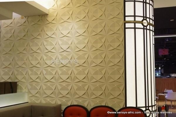 Décoration-restaurant-Panneaux-3D-Sensys Design salon moderne à Dakar, Thiès, Sénégal.