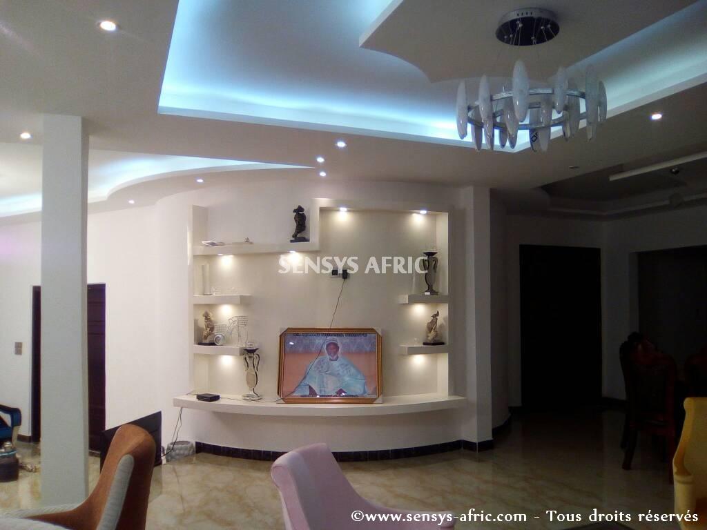 Design-décoration-salon-moderne-déco-intérieur-meubles-lumineux-Sénégal-4 Design salon moderne à Dakar, Thiès, Sénégal.
