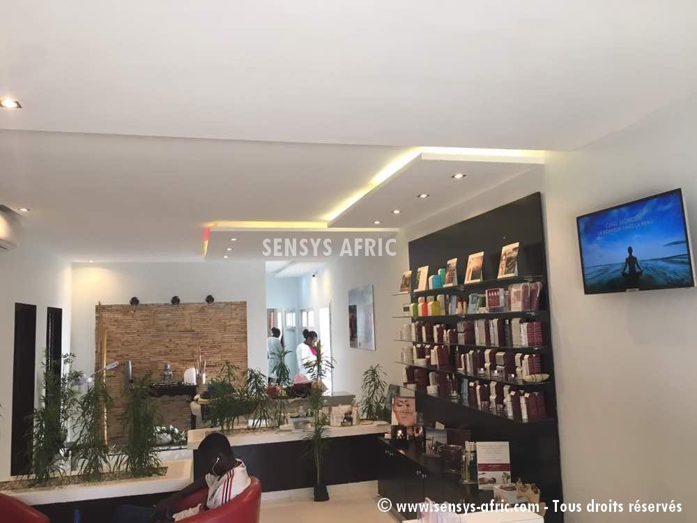 Faux-Plafond-décoration-salon-moderne-déco-intérieur-Dakar-Thiès-Saint-Louis-Louga-Sénégal-Design-Sensys-Afric-2 Décoration Salon Moderne