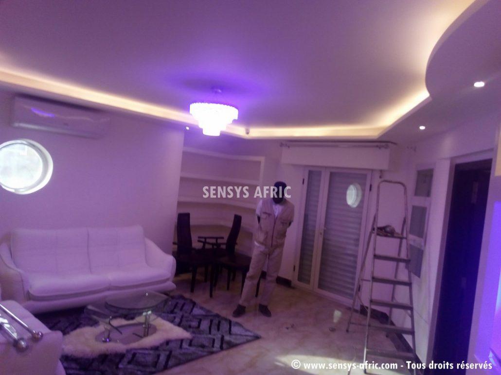 Faux-Plafond-décoration-salon-moderne-déco-intérieur-Dakar-Thiès-Saint-Louis-Louga-Sénégal-Design-Sensys-Afric-6-1030x772 Design salon moderne à Dakar, Thiès, Sénégal.