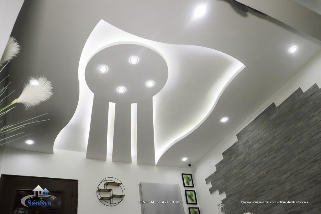Faux-Plafond-décoration-salon-moderne-déco-intérieur-Dakar-Thiès-Saint-Louis-Louga-Sénégal-Design-Sensys-Afric-7 Design salon moderne à Dakar, Thiès, Sénégal.