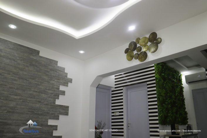 Décoration-boutique-salon-de-beauté-Atélier-Beauty-Dakar-Design-Sensys-Afric-705x470 Faux Plafond