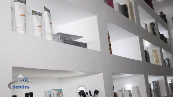 Design-stand-de-boutique-Atélier-Beauty-705x397 Meubles Lumineux