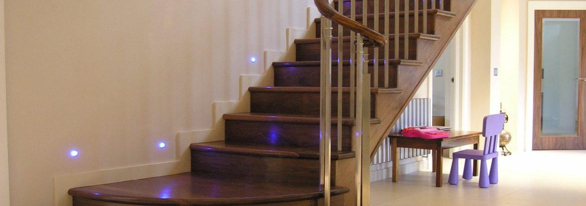 Escaliers-en-bois-à-Dakar-Sénégal-Sensys-Afric-2-1200x423 Construire des escaliers en bois au Sénégal.