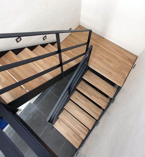 Décoration-maison-escalier-en-bois-Sénégal Escaliers en bois