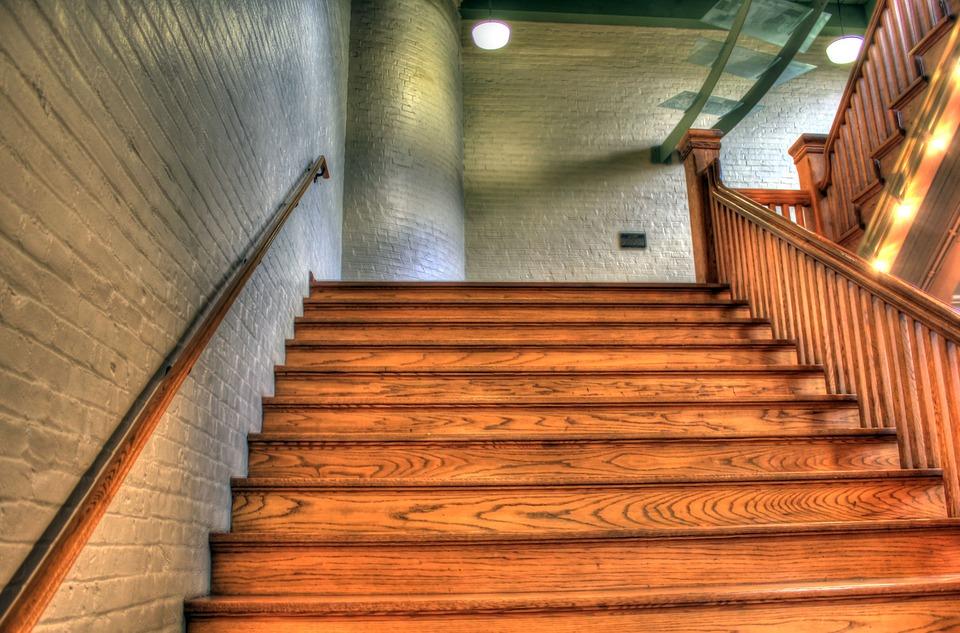 Escalier-en-bois-Dakar-travaux-bois-Senegal-design-bois-Afrique-Sensys-Afric Travaux en bois
