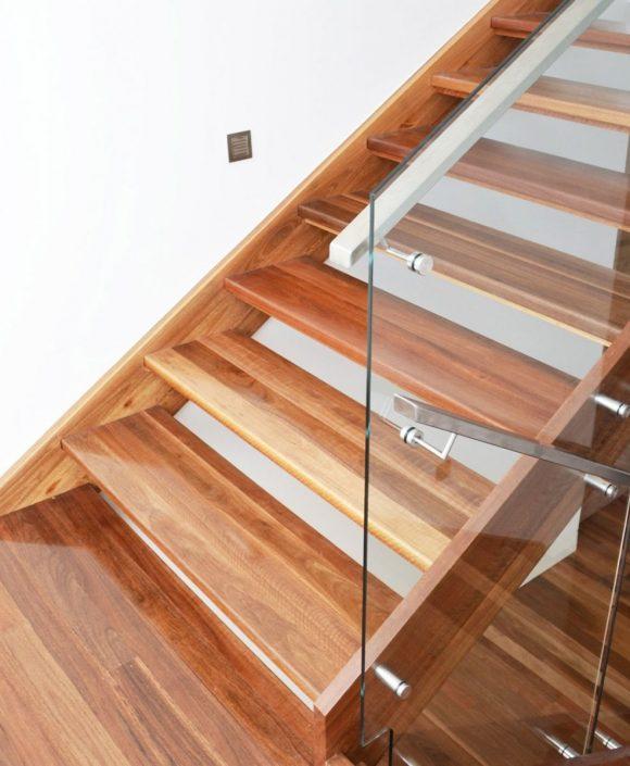 Escaliers-bois-à-Dakar-Sénégal-Sensys-Afric-580x705 Escaliers en bois
