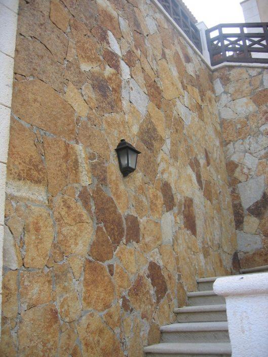 Pierre-Naturelle-Dakar-Sénégal-décoration-façade-maison-Thiès-Saint-Louis.-Design-Sensys-Afric-529x705 Pierre Naturelle