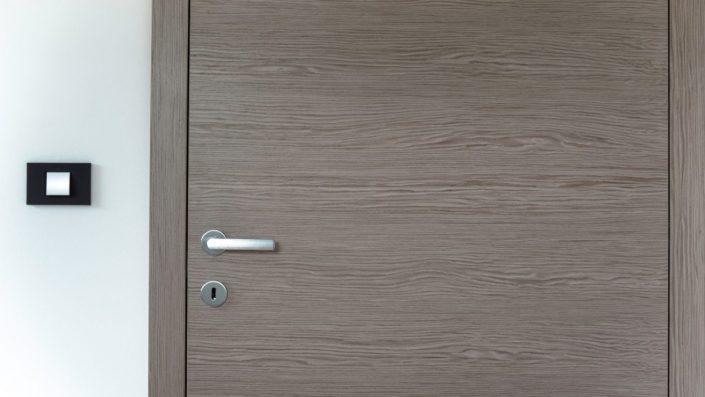 4-705x397 Pourquoi choisir une porte en bois au Sénégal