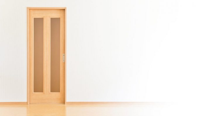 6-705x397 Pourquoi choisir une porte en bois au Sénégal
