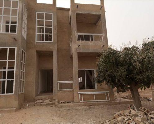 DSDK5728-495x400 Second oeuvre et décoration de maison à Thiès, Sénégal.