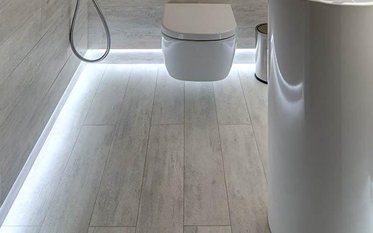 Eclairage-led-salle-de-bain-sdb-plinthes Finition revêtement de sol, Plinthe PVC
