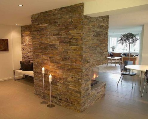 jolie-mur-pour-votre-salon-avec-des-pierre-au-milieux-495x400 Décoration salon, pièce à vivre ou de séjour