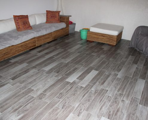 Revêtement-de-sol-parquet-pvc-dakar-sénégal-495x400 Décoration Salon - Model Faux Plafond au Sénégal