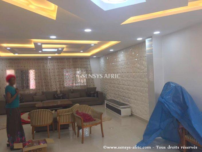 Design-décoration-salon-moderne-déco-intérieur-Dakar-Thiès-Saint-Louis-Louga-Sénégal-Sensys-Afric-8-705x529 Faux Plafond