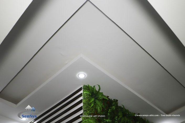 Décoration-boutique-Faux-Plafond-salon-de-beauté-Atélier-Beauty-Dakar-Design-by-Sensys-Afric-705x470 Faux Plafond