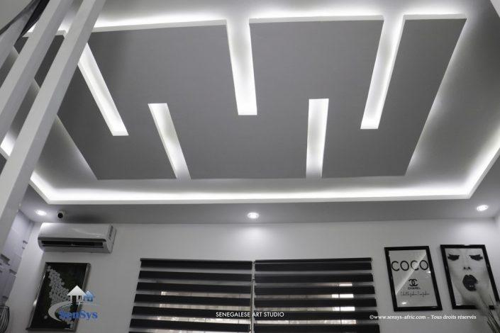Décoration-boutique-Thiès-salon-de-beauté-Atélier-Beauty-Dakar-Design-by-Sensys-Afric-705x470 Faux Plafond