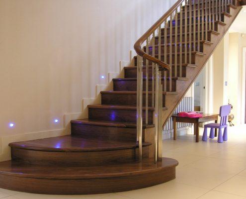 Escaliers-en-bois-à-Dakar-Sénégal-Sensys-Afric-2-495x400 Construire des escaliers en bois au Sénégal.