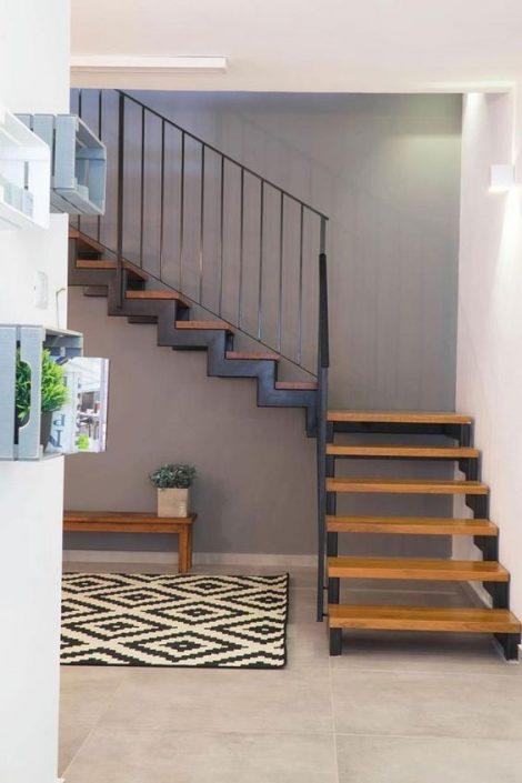 Construire-escaliers-en-bois-Sénégal-470x705 Escaliers en bois