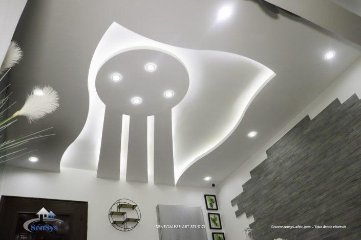Décoration-de-boutique-salon-de-beauté-Atélier-Beauty-Dakar-Design-by-Sensys-Afric-705x470 Faux Plafond