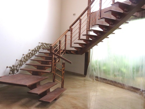 Escaliers-bois-à-Dakar-Sénégal-Sensys-Afric-2 Escaliers en bois